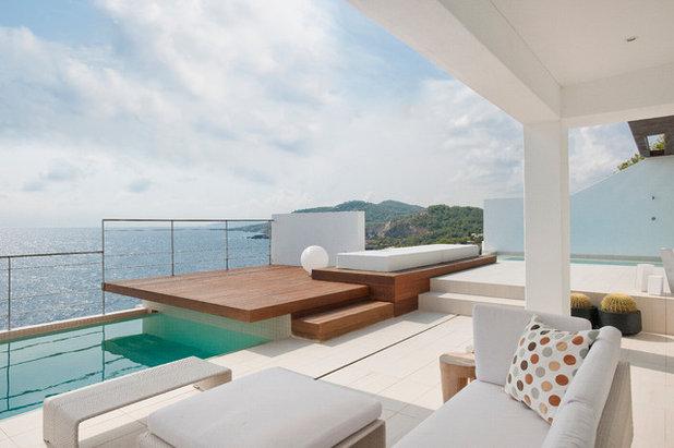 Contemporary Pool by JUMA architects