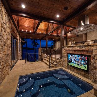 Неиссякаемый источник вдохновения для домашнего уюта: бассейн в стиле рустика с джакузи