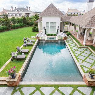 Foto de piscinas y jacuzzis naturales, clásicos, extra grandes, rectangulares, en patio