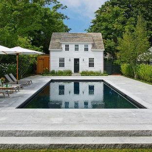 ボストンの長方形カントリー風おしゃれな裏庭プール (天然石敷き) の写真