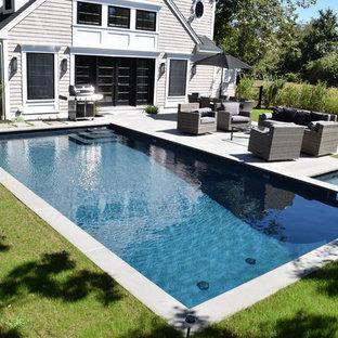 Idées déco pour un couloir de nage arrière classique de taille moyenne et rectangle avec une dalle de béton.