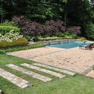 Diseño de piscina con fuente clásica, rectangular, con adoquines de piedra natural