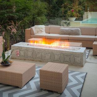 Imagen de piscinas y jacuzzis infinitos, modernos, pequeños, rectangulares, en patio trasero, con suelo de hormigón estampado