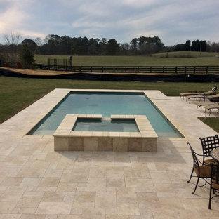 Foto di una piscina minimalista