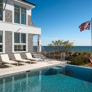 Idee per una grande piscina a sfioro infinito costiera rettangolare nel cortile laterale con pedane