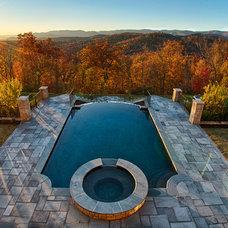 Traditional Pool by Gabriel Builders Inc.