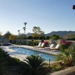 Imagen de piscinas y jacuzzis alargados, clásicos, grandes, rectangulares, en patio delantero, con adoquines de piedra natural