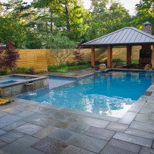 Ejemplo de piscinas y jacuzzis alargados, contemporáneos, de tamaño medio, rectangulares, en patio trasero, con adoquines de hormigón