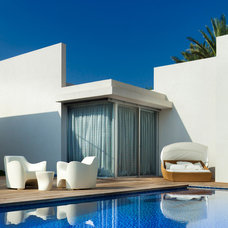 Modern Pool by Elad Gonen