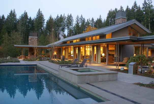 Contemporary Pool by Jeff Luth - Soldano Luth Architects