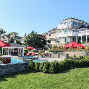 Modelo de piscinas y jacuzzis naturales, románticos, extra grandes, a medida, en patio trasero, con adoquines de hormigón