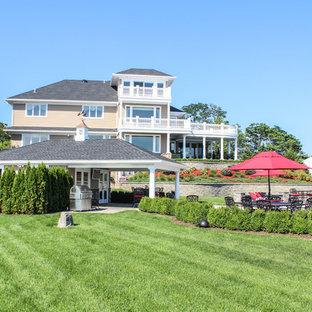 Imagen de piscinas y jacuzzis naturales, románticos, extra grandes, a medida, en patio trasero, con adoquines de hormigón