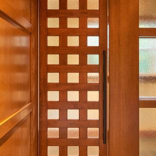 Foto de casa de la piscina y piscina alargada, tradicional renovada, grande, interior y rectangular