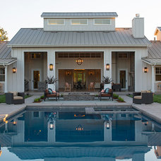 Farmhouse Patio by Artistic Designs for Living, Tineke Triggs