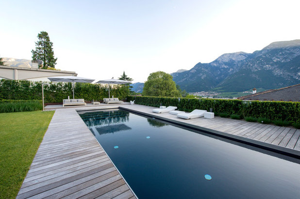 Contemporary Pool by Frassinago