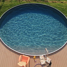 Traditional Pool by Crestwood Pools, Inc.