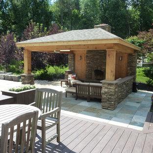 Ejemplo de casa de la piscina y piscina elevada, minimalista, pequeña, tipo riñón, en patio trasero, con adoquines de piedra natural