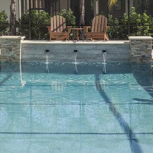 Diseño de piscinas y jacuzzis alargados, contemporáneos, grandes, interiores y en forma de L, con suelo de baldosas