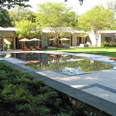 Modern Pool by Plusen Landscape Architects