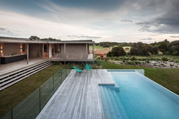 Contemporary Pool by Urban Angles