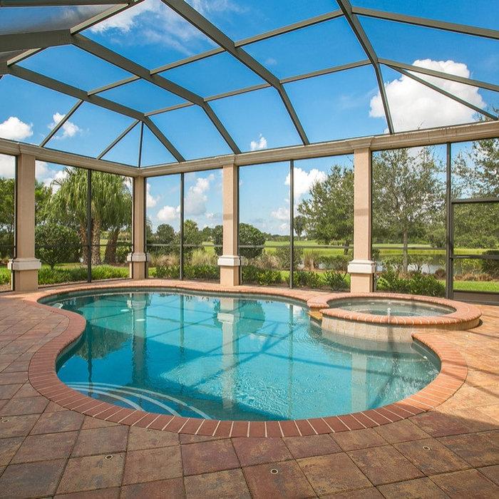 Elegant pool photo in Tampa