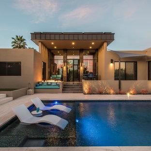 Foto de piscina contemporánea, grande, rectangular, en patio trasero, con adoquines de piedra natural