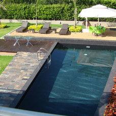 Modern Pool Fountain House