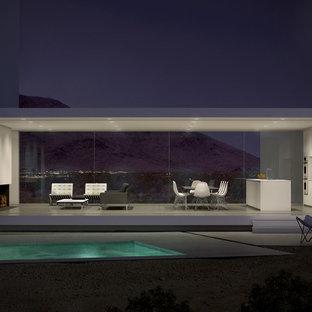 Mittelgroßes Modernes Sportbecken hinter dem Haus in rechteckiger Form mit Betonplatten in Los Angeles