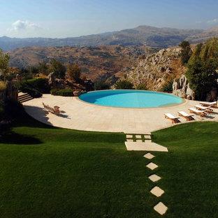 Imagen de piscina infinita, mediterránea, redondeada