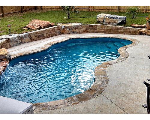 petite piscine int rieure avec une dalle de b ton photos et id es d co de piscines int rieures. Black Bedroom Furniture Sets. Home Design Ideas
