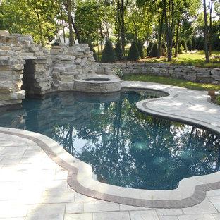 Inspiration pour une petite piscine arrière craftsman sur mesure.