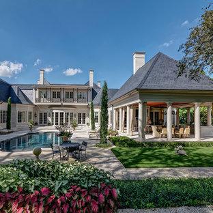 Foto di una grande piscina monocorsia classica rettangolare in cortile con una dépendance a bordo piscina e pavimentazioni in pietra naturale
