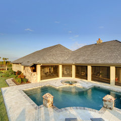 mediterranean pool by Sunscape Homes, Inc