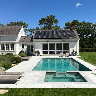 Modelo de piscinas y jacuzzis costeros, rectangulares, en patio trasero