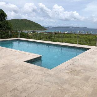 Diseño de piscina costera, de tamaño medio, en azotea