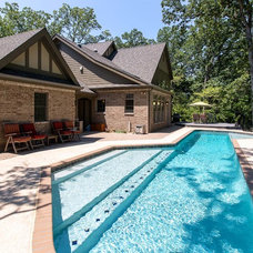 Traditional Pool by Hibbs Homes, LLC