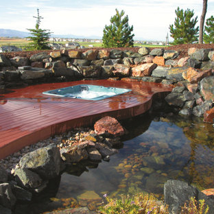Diseño de piscinas y jacuzzis elevados, de estilo americano, rectangulares, en patio trasero, con entablado