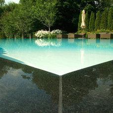 Modern Pool by Gib-San Pools Ltd.