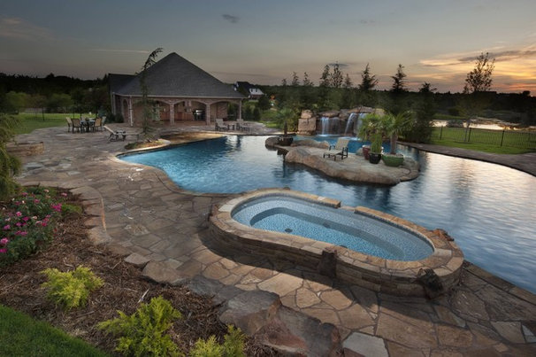 Tropical Pool by CAVINESS LANDSCAPE DESIGN, INC.