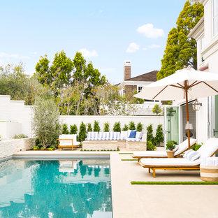 Ispirazione per una piscina monocorsia stile marinaro rettangolare dietro casa