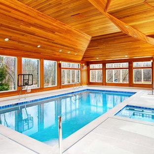 Diseño de piscinas y jacuzzis alargados, clásicos, de tamaño medio, rectangulares y interiores, con adoquines de piedra natural