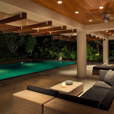 Modern Pool by Stephen Yablon Architect, PLLC