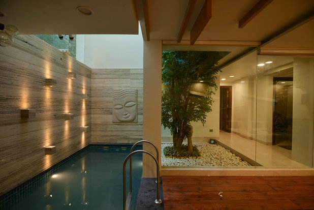 Asian Swimming Pool by SPACES ARCHITECTS@ka