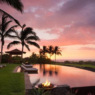 ハワイのオーダーメイドトロピカルスタイルのおしゃれなプールの写真