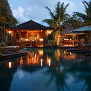 ハワイのアジアンスタイルのおしゃれなプールの写真