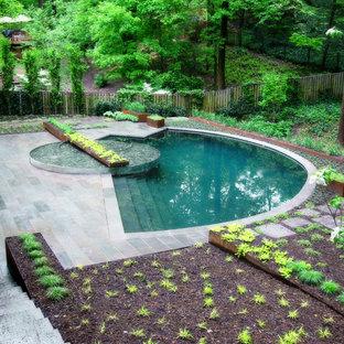 Idées déco pour une piscine contemporaine sur mesure.