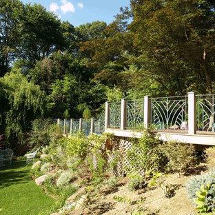 Idee per una grande piscina naturale stile americano rettangolare dietro casa con pedane