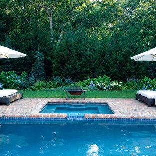Ejemplo de piscinas y jacuzzis clásicos, rectangulares, con adoquines de ladrillo
