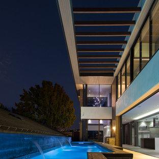 Foto de piscina actual rectangular