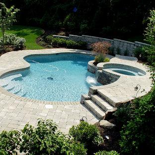 Modelo de piscinas y jacuzzis alargados, clásicos, pequeños, interiores y rectangulares, con suelo de baldosas